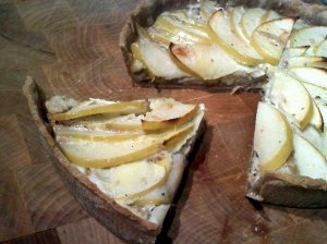 gorgonzola and walnut apple tart