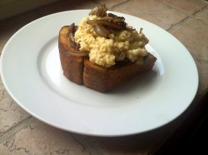Scrambled egg bruschetta