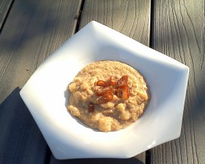hot breakfast cereal with quinoa and banana